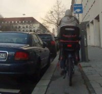 Benutzungspflichtiger_Radweg_in_München.jpg